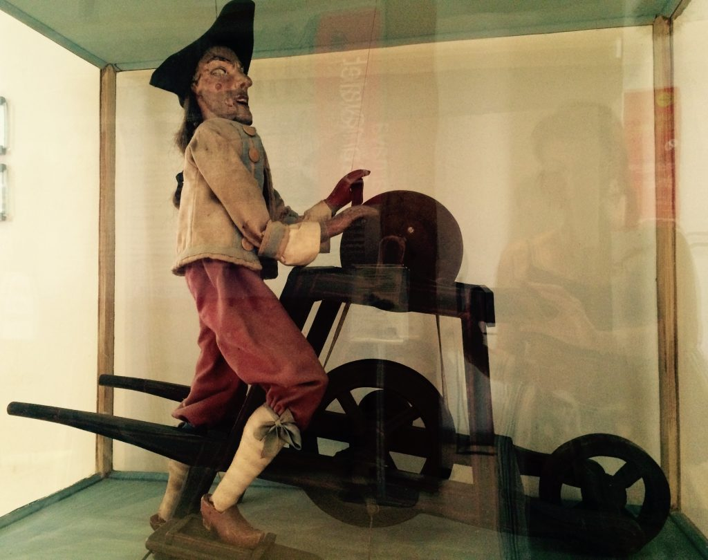 Le Petit Rémouleur, marionetta XVIII secolo