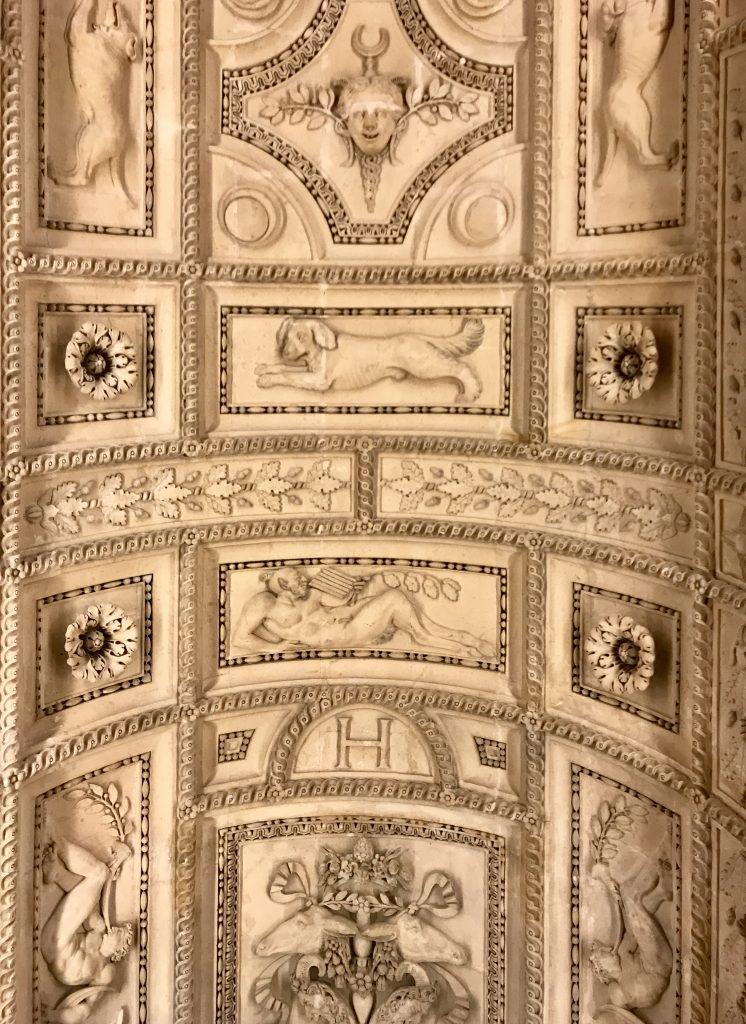Decorazione scalone Henri II Louvre