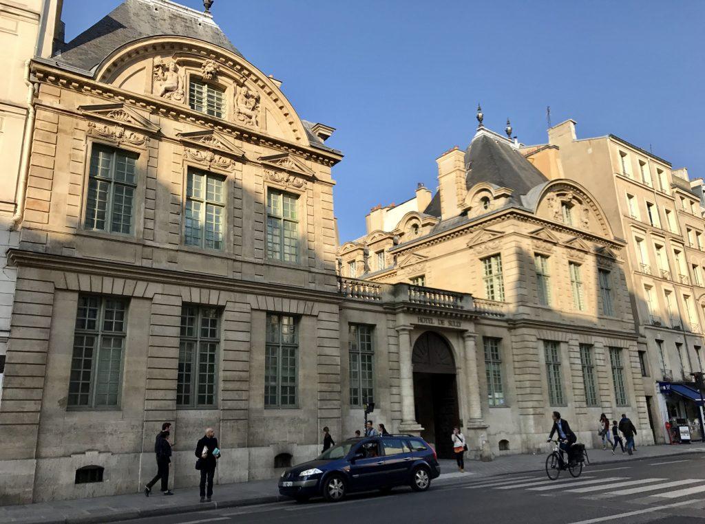 Accesso Hôtel de Sully