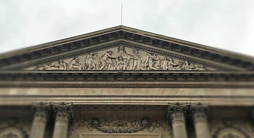 Frontone colonnade Louvre