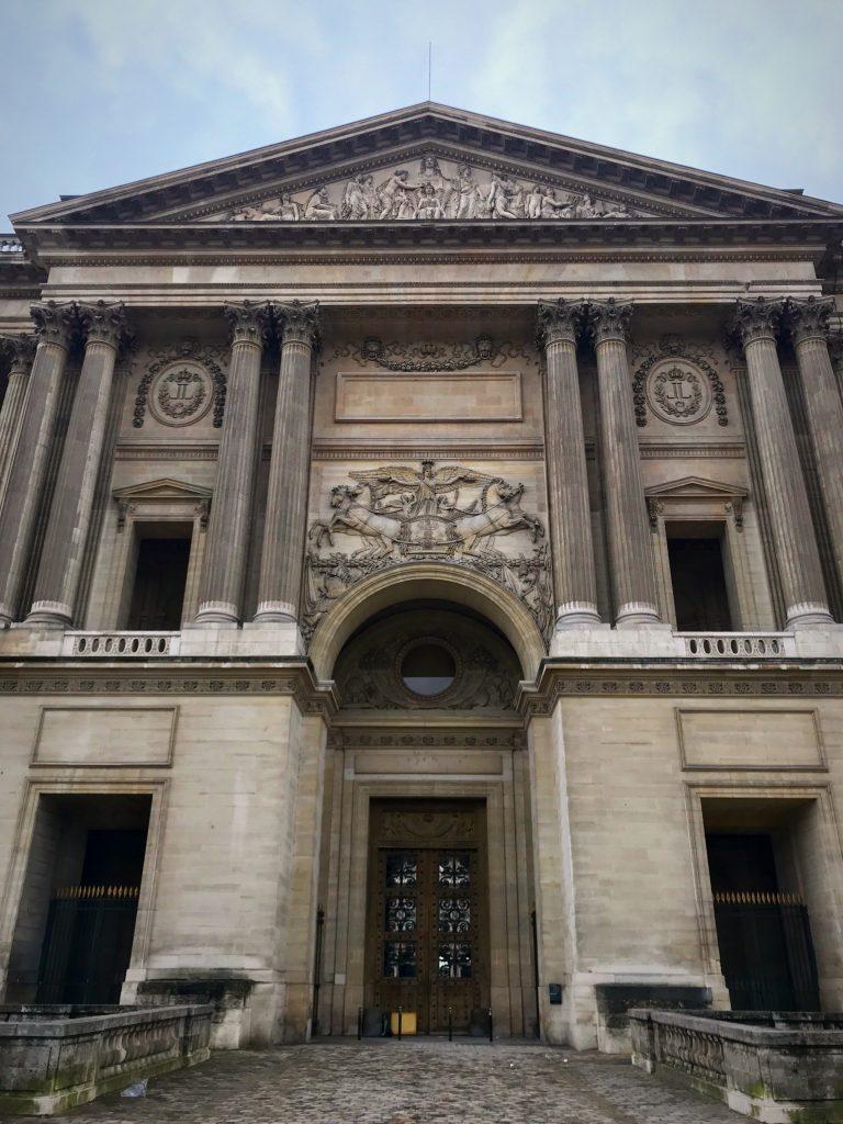 Padiglione centrale della colonnata Louvre
