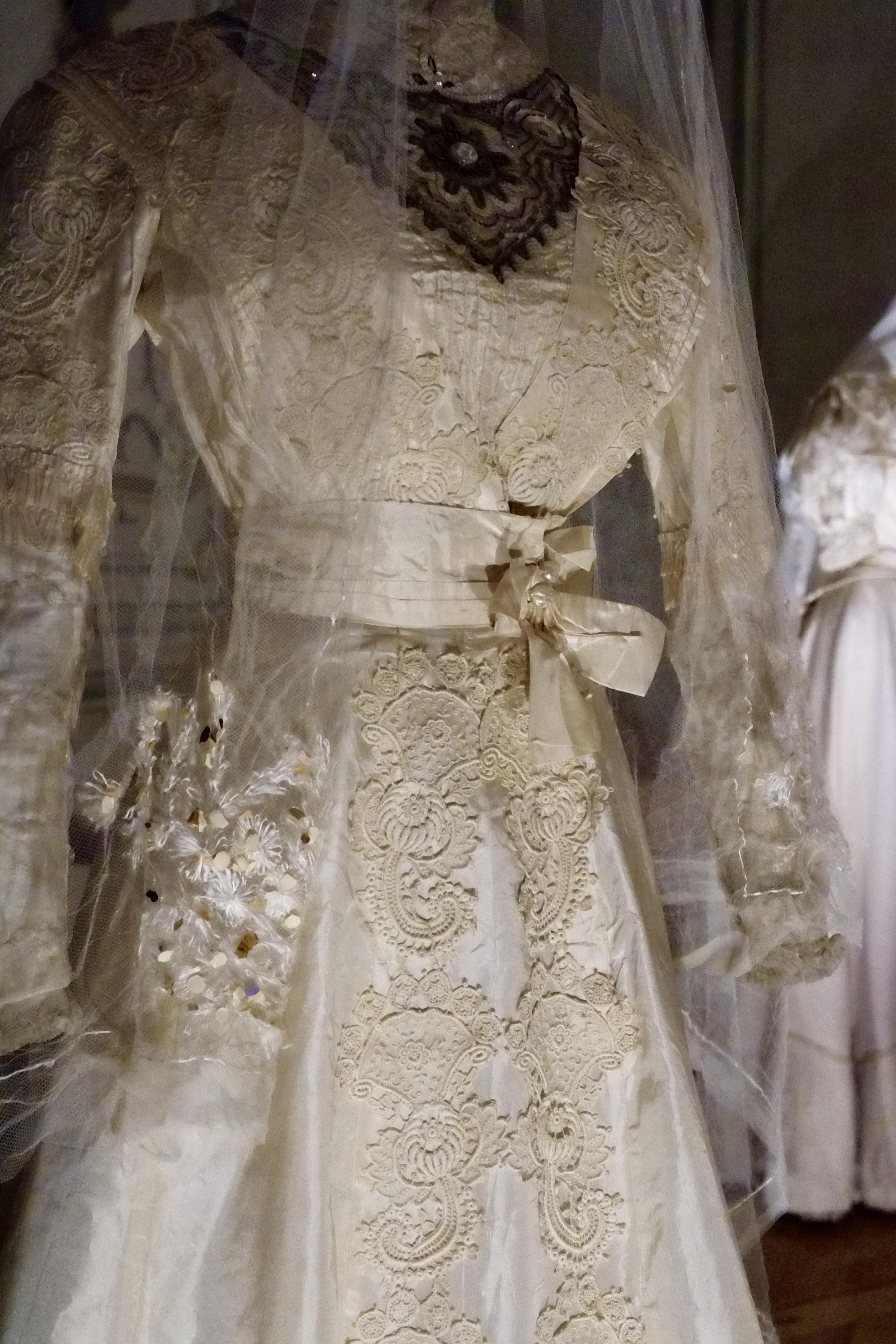 Vestiti Da Sposa 1800.Viva La Sposa Gli Abiti Dei Matrimoni Del Passato Al Castello Di