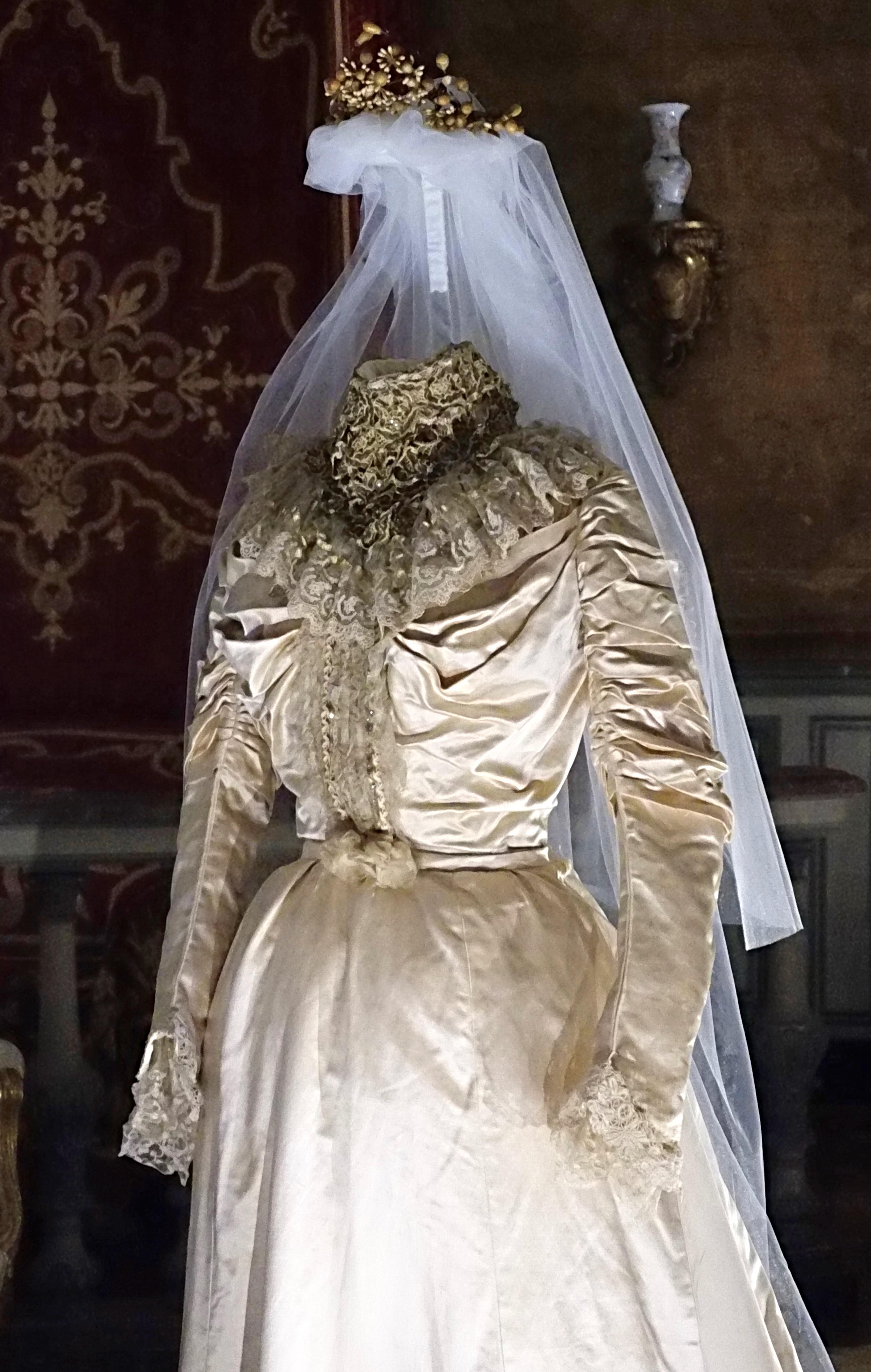 Abiti Da Sposa 1800.Viva La Sposa Gli Abiti Dei Matrimoni Del Passato Al Castello Di