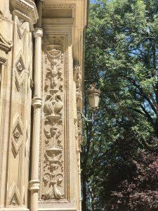 Decorazione della facciata del castello di Dumas