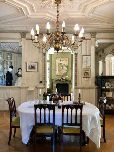 La sala da pranzo del castello di Dumas.