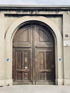 L'accesso al cimitero da rue de Picpus