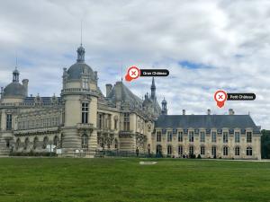Grand Château a sinistra, Petit Château a sinistra, visti dal lato nord