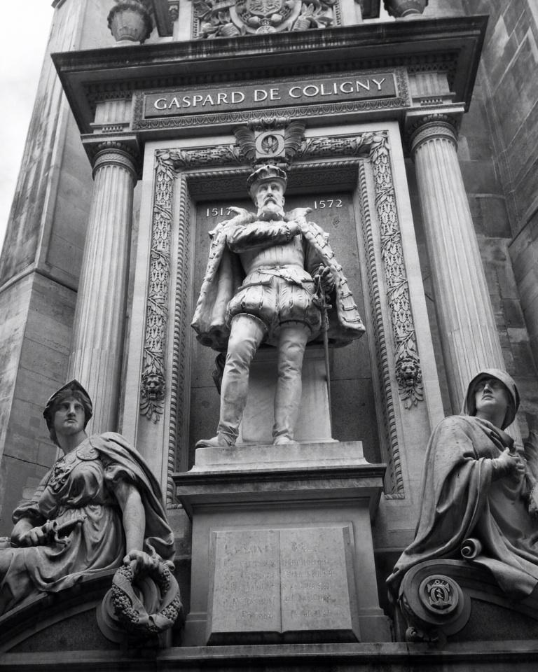 La statua dell'ammiraglio Gaspard de Coligny