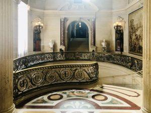 La scala d'onore del castello di Chantilly